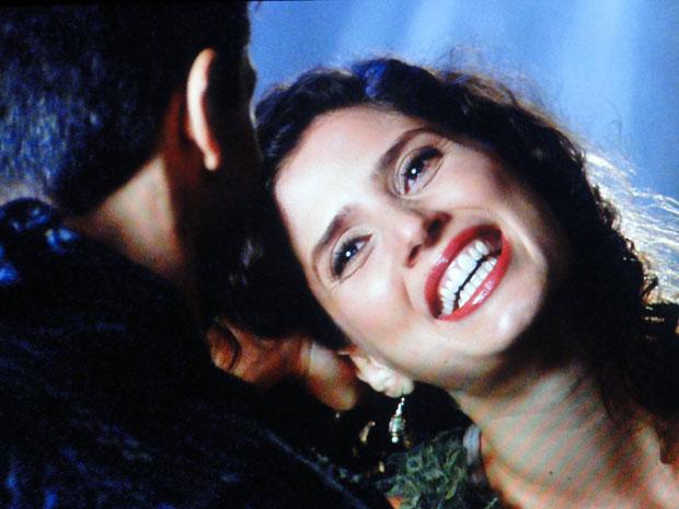 Raquel fica encantada com Élcio (Foto: Morde & Assopra / TV Globo)