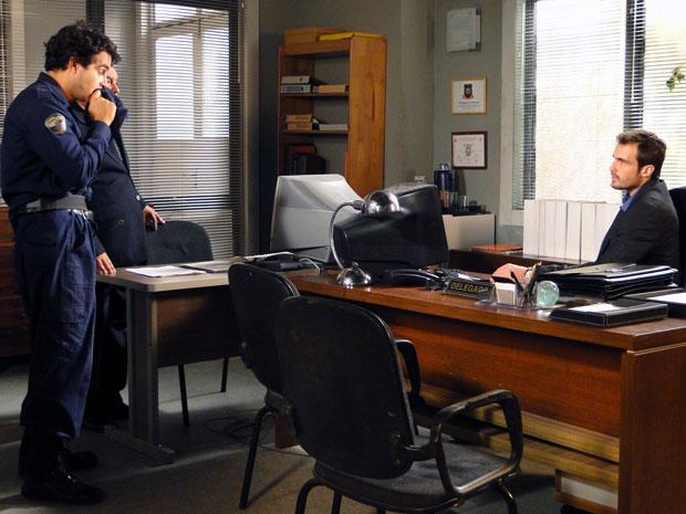 Xavier acha que Pimentel tinha ido se encontrar com uma mulher antes de morrer (Foto: Morde & Assopra / TV Globo)