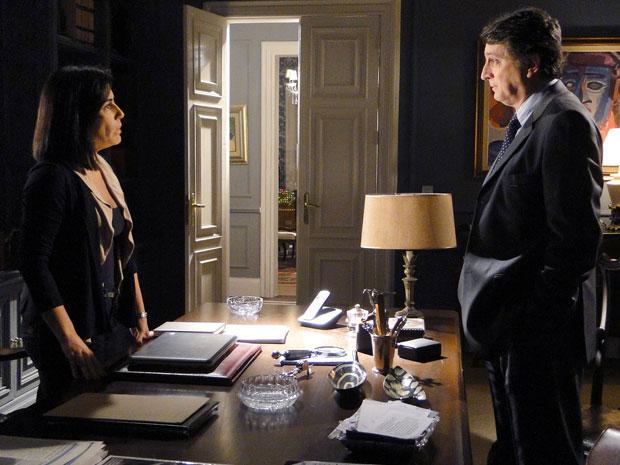 Wagner e Norma planejam acabar com Léo (Foto: Insensato Coração / Tv Globo)