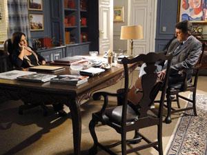 Norma e Wagner querem ver Léo fora do Banco Andrade Cortez (Foto: Insensato Coração / Tv Globo)