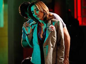 Eunice finge que queria apenas esclarecer coisas com ele (Foto: Insensato Coração/ TV Globo)
