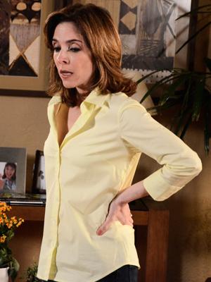 Eunice surta ao saber da sabotagem do avião (Foto: Insensato Coração/ TV Globo)