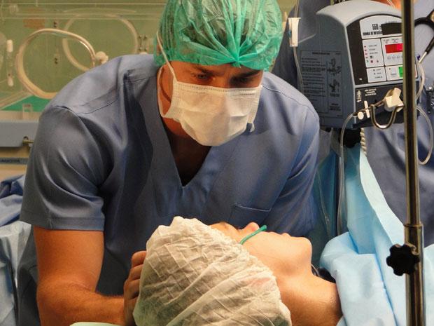 Guilherme se emociona ao receber o pedido de Márcia (Foto: Morde & Assopra/TV Globo)