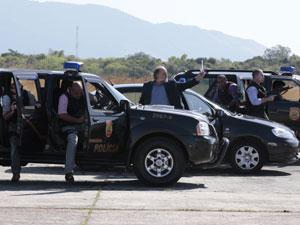 Polícia impede fuga de Cortez (Foto: Insensato Coração / Tv Globo)