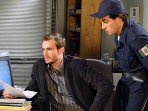 Wilson fica desconfiado (Foto: Morde & Assopra / TV Globo)