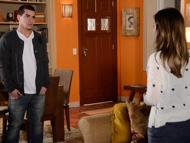 Cecília diz a Vinícius que não se sente envolvida por ele (Foto: Insensato Coração / TV Globo)