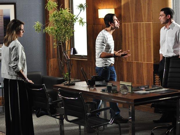 Marina e Pedro não entendem a demissão de Léo (Foto: Estevam Avellar/TV Globo)