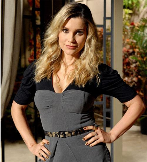 Esmalte acobreado de Naomi vira tendência nos salões de beleza (Foto: Morde & Assopra / TV Globo)