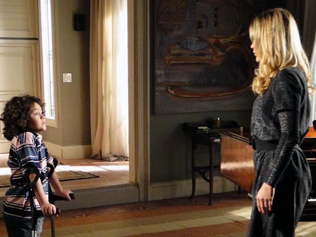 Naomi robô deixa Rafael assustado (Foto: Morde & Assopra / TV Globo)