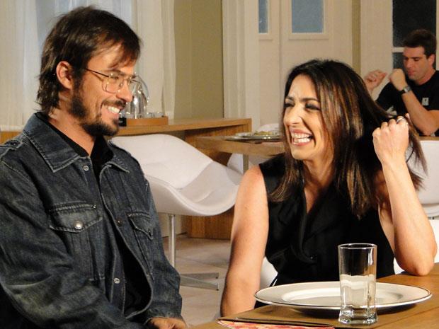 Carolina propõe tratamento diário a Cristiano (Foto: Morde & Assopra / TV Globo)