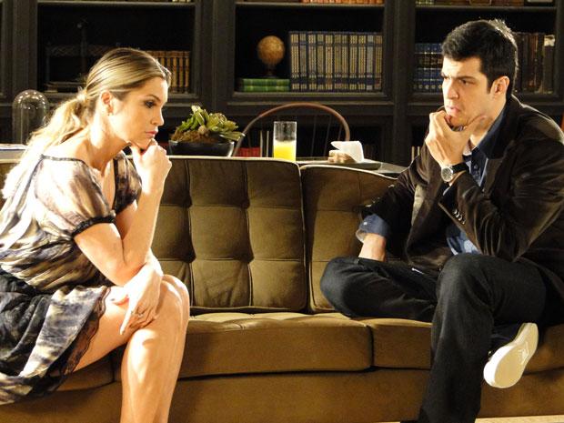 Ícaro fica confuso com o pedido de Naomi (Foto: Morde & Assopra / TV Globo)