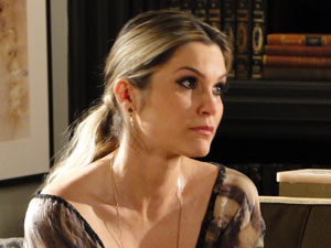 Naomi alega que está preocupada com o futuro de Rafael (Foto: Morde & Assopra / TV Globo)