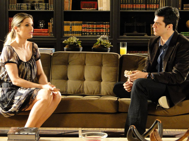 Naomi aproveita doença de Rafael para pedir dinheiro e a casa para Ícaro (Foto: Morde & Assopra / TV Globo)