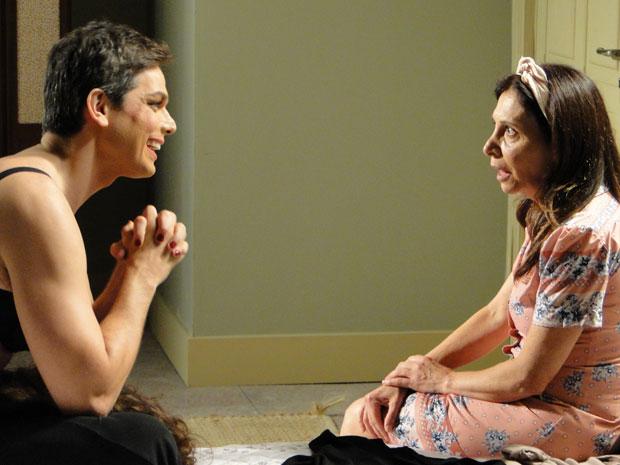 Élcio convence Cleonice a não revelar o seu segredo (Foto: Morde & Assopra/TV Globo)