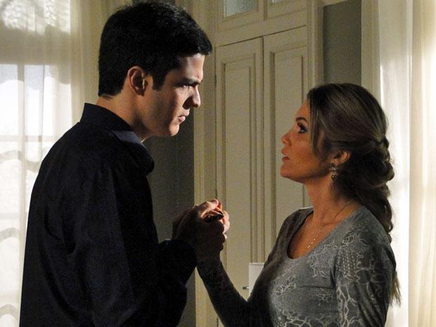 Ícaro pede desculpas para a esposa (Foto: Morde&Assopra/TVGlobo)