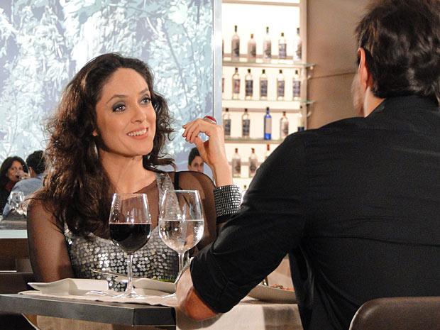 Bianca Byington promete protagonizar cenas deliciosas ao lado de Tozzi (Foto: Insensato Coração/TV Globo)