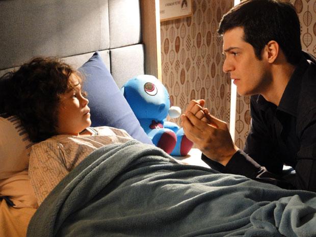 Ícaro fica comovido com a preocupação de Rafael (Foto: Morde&Assopra/TVGlobo)