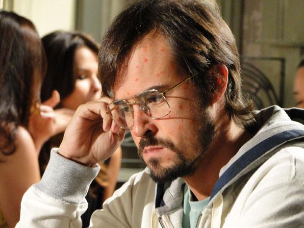 Cristiano fica com raiva da situação (Foto: Morde & Assopra/TV Globo)