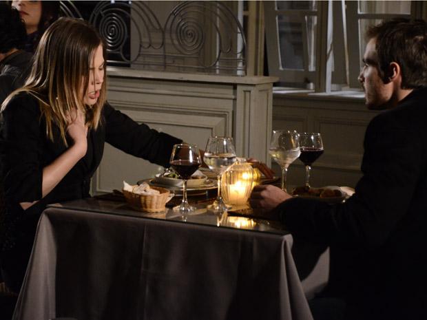 Melissa tem reação alérgica durante jantar com Wilson (Foto: Morde&Assopra/TVGlobo)