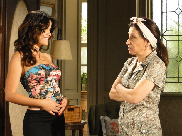 Celeste conta para Cleonice que está grávida de verdade (Foto: Morde&Assopra/TVGlobo)