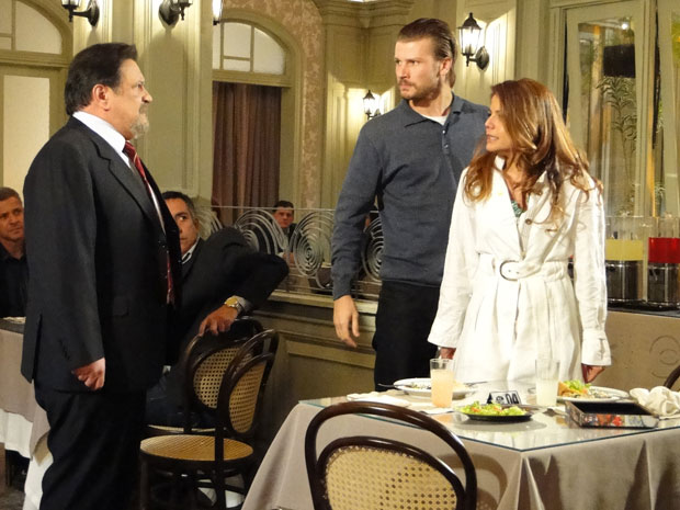 Lavínia confronta Oséas e diz que vai embora com Fernando (Foto: Morde&Assopra/TVGlobo)