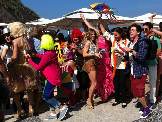 Festa gay na praia (Foto: Insensato Coração / TV Globo)