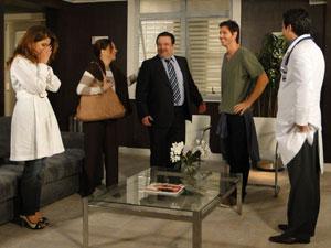 Médico avisa que Fernando está fora de perigo (Foto: Morde & Assopra / Tv Globo)