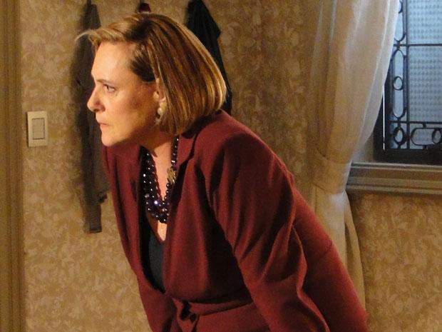 Minerva confronta o marido e ameaça tirar tudo dele (Foto: Morde&Assopra/TVGlobo)