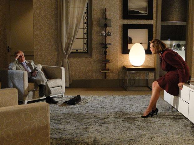 Minerva pressiona Isaías sobre seu relacionamento com Virgínia (Foto: Morde&Assopra/TVGlobo)