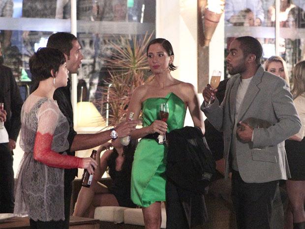 Carol não engole a ligação entre Leila e André (Foto: Insensato Coração/TV Globo)