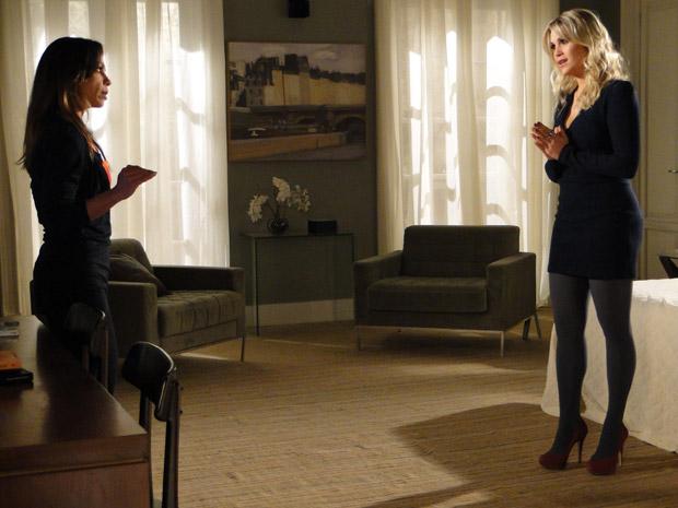 Naomi pede um tempo para conseguir dinheiro para Amanda (Foto: Morde&Assopra/TVGlobo)