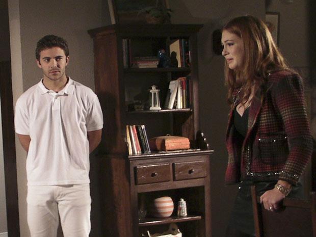 Alice fica arrasada com a atitude dos pais (Foto: Morde & Assopra / TV Globo)
