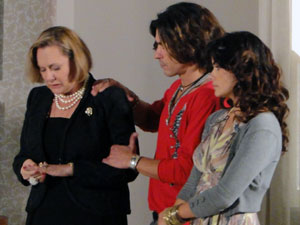 Minerva fica arrasada com a postura de Alice (Foto: Morde & Assopra / TV Globo)