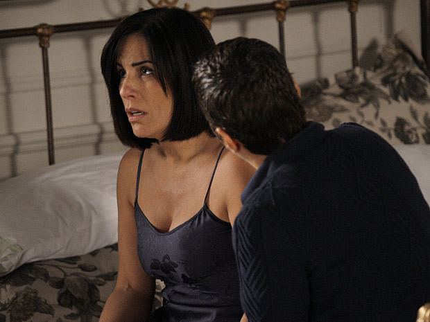 Norma admite a paixão por Léo (Foto: Insensato Coração/ TV Globo)