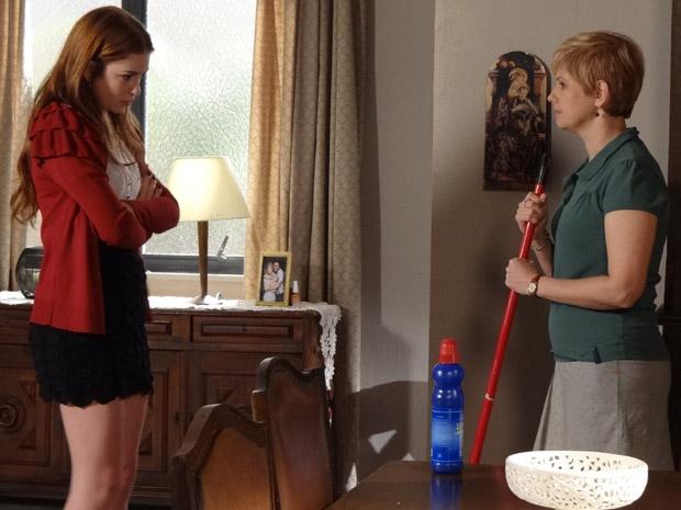 Alice se recusa a atender o pedido de Lilian (Foto: Morde&Assopra/TVGlobo)