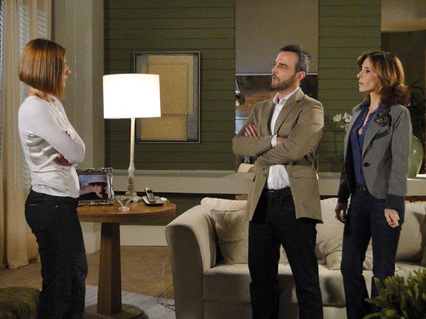 Gilda enfrenta Eunice e Júlio que querem ver Cecília casada com Vinícius (Foto: Insensato Coração / Tv Globo)