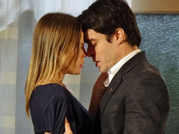 Melissa e Francisco não conseguem resistir ao que sentem um pelo outro (Foto: Morde & Assopra/TV Globo)