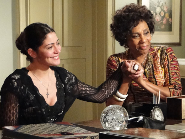 Natália fica feliz com a gravidez (Foto: Morde & Assopra / TV Globo)