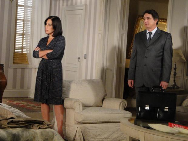 Norma aparece com Wagner e ameaça (Foto: Insensato Coração/TV Globo)