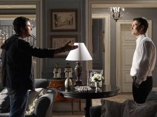 Pedro encara Léo e diz que o irmão vai pagar por tudo que fez (Foto: Insensato Coração / Tv Globo)