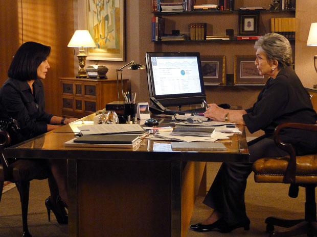 Vitória avisa a Norma que ela corre risco ao lado de Léo (Foto: Insensato Coração / Tv Globo)