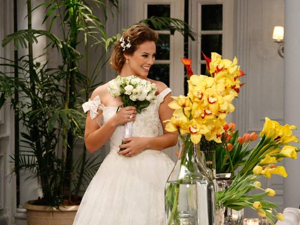 Marina, deslumbrante no vestido de noiva que a faz parecer uma verdadeira princesa