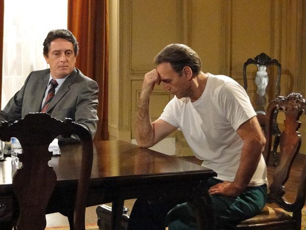 Cortez aguarda a sentença da juíza (Foto: Insensato Coração / TV Globo)