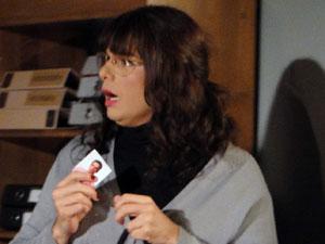 Elaine leva um susto com a chegada de Wilson (Foto: Morde & Assopra / TV Globo)