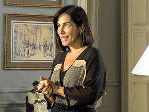Norma nãio acredita no que acaba de ouvir (Foto: Insensato Coração/TV Globo)