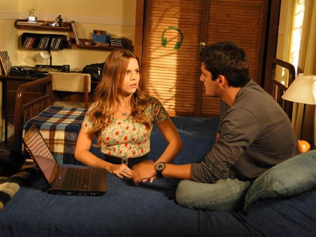 Catarina fica com medo e diz que vai com Pedro ao encontro com Raquel (Foto: Malhação / TV Globo)