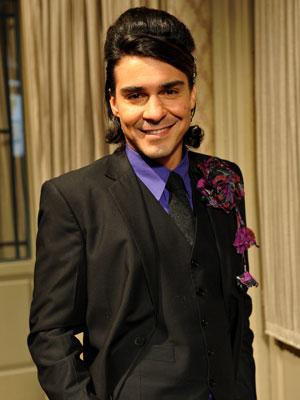 Áureo usa penteado à la Amwy Winehouse no casamento de Celeste (Foto: Morde & Assopra / TV Globo)