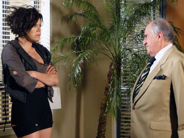 Virgínia não acredita nas desculpas do prefeito e exige casamento (Foto: Morde & Assopra / TV Globo)