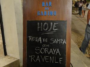 É dia de roda de samba no Bar do Gabino (Foto: Insensato Coração / TV Globo)