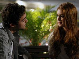 Alice comenta sobre o beijo de Renato (Foto: Morde & Assopra / TV Globo)